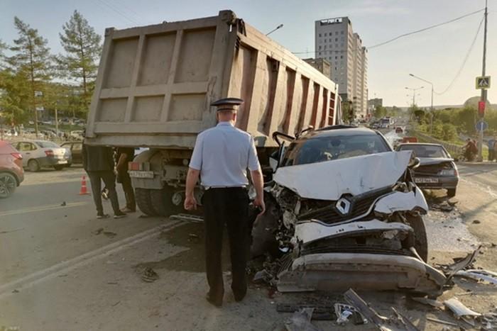 авария первоуральск пострадали 9 автомобилей